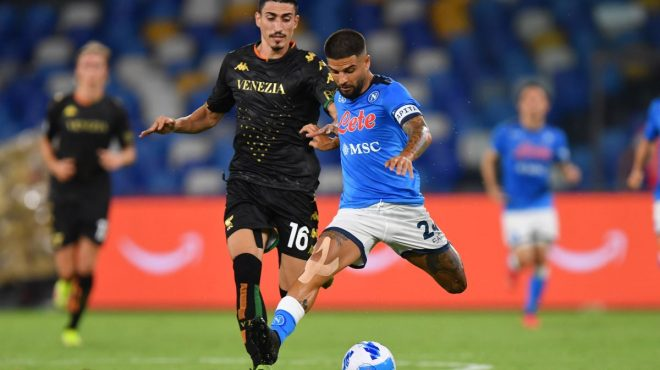 Il Napoli batte il Venezia 2-0 in dieci