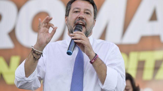 """Richard Gere testimone per caso Open Arms, Salvini """"Rispondo con Zalone"""""""