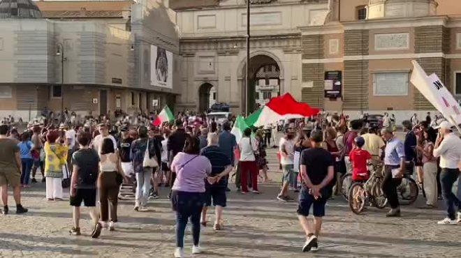 No Vax, manifestazione in piazza a Roma
