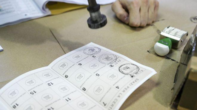 Amministrative, in Sicilia affluenza al 56%, regge l'asse Pd-M5s